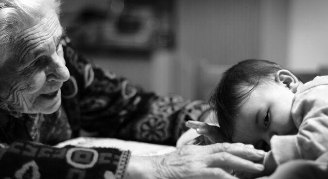 O papel dos avós e a sua importância para a saúde física e mental dos pequenos