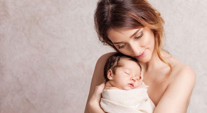 Segure o bebê com os braços