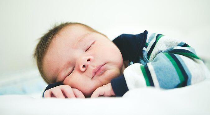Quanto um recém nascido deve dormir