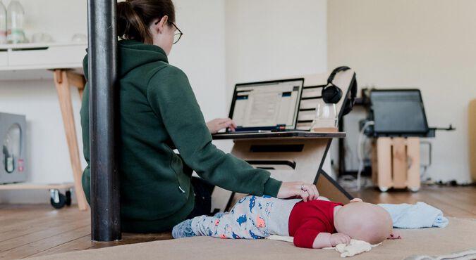 Home office com um bebê