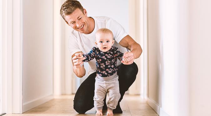 Desenvolvimento dos bebês: do engatinhar ao andar