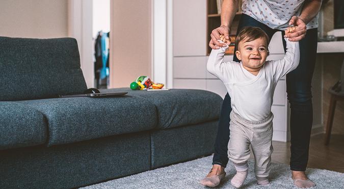 Existe um tempo certo para o bebê começar a andar?