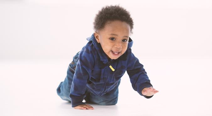 Dicas de como ajudar o bebê a engatinhar