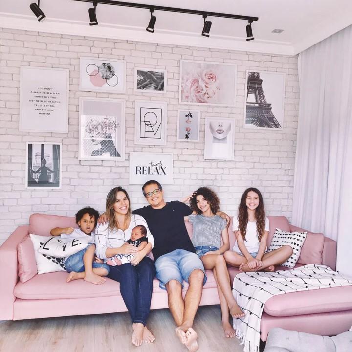 Família completa, mamãe e 4 filhos, parto domiciliar planejado