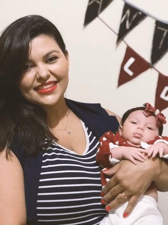 Mamãe Suellen e bebê Antonella